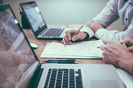 7 قانون تا تبدیل شدن به یک فروشنده موفق + مثال های عینی